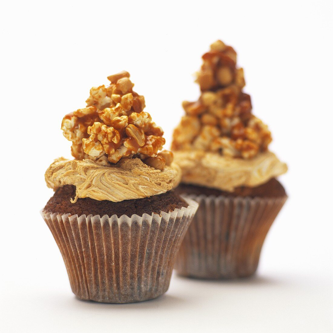 Peanut muffins with crispy nut topping