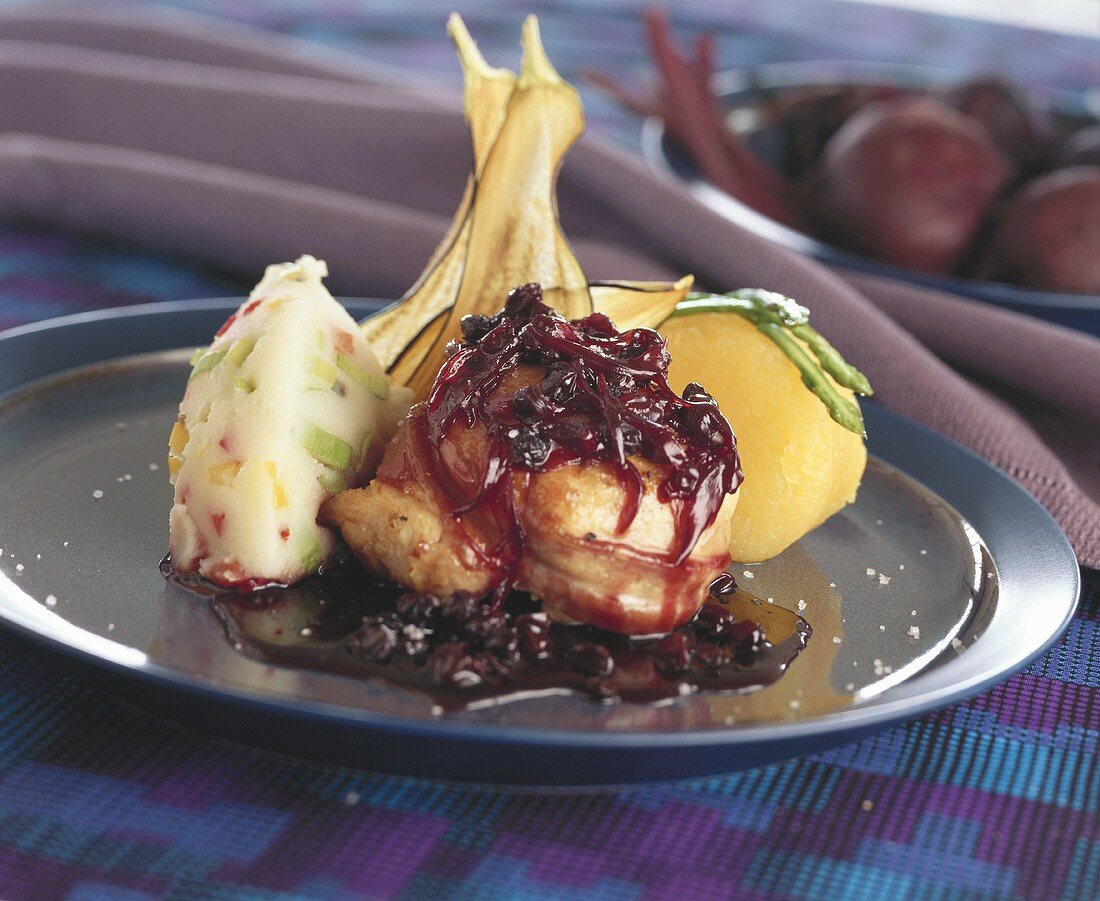 Chicken breast tournedos with apple wine sauce