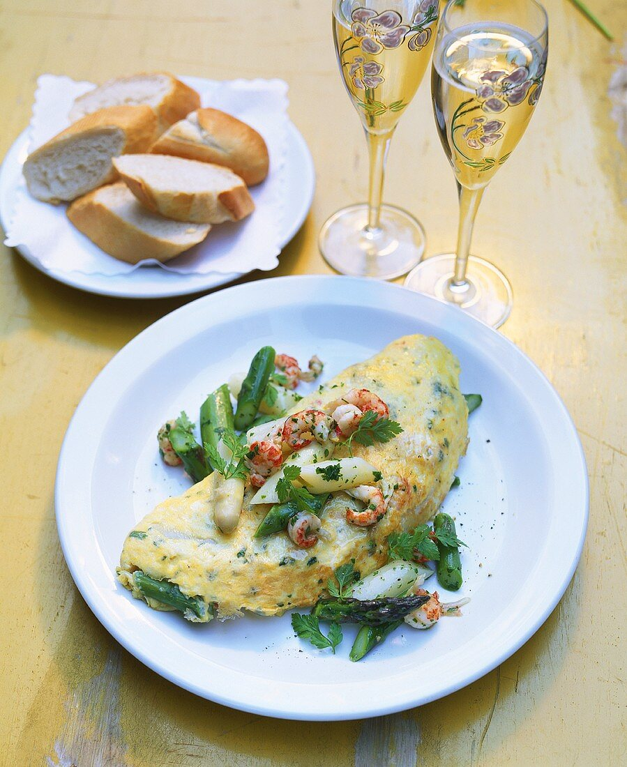 Omelette with green asparagus and crayfish