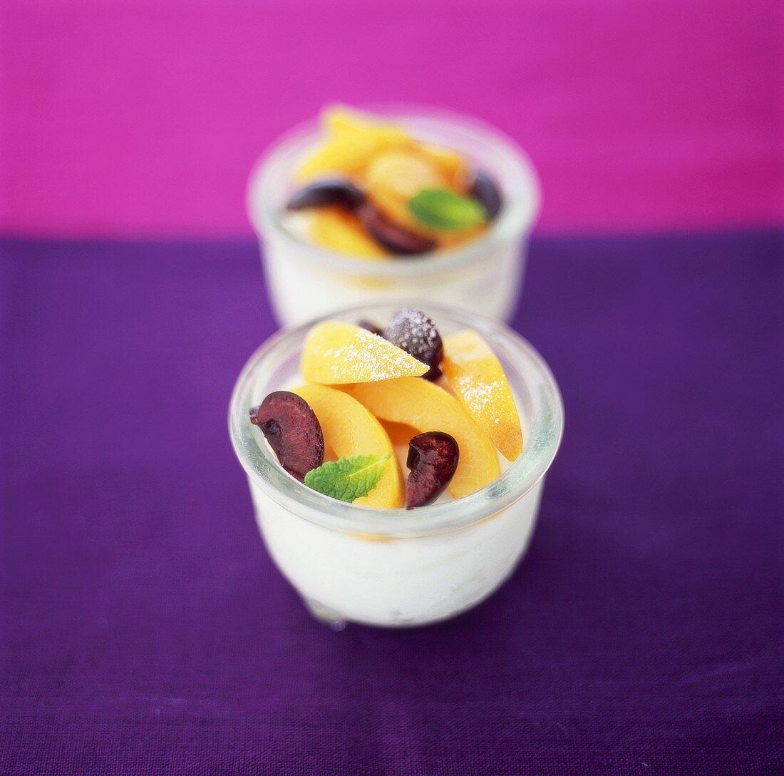Yoghurt cream with fresh fruit