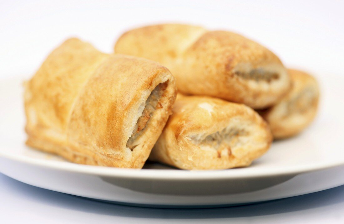Sausage rolls (Puff pastry rolls with sausagemeat filling)