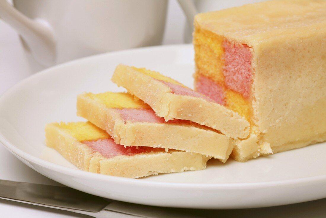 Battenberg cake (Two-coloured sponge cake, UK)