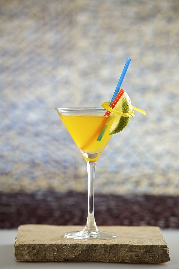 Cocktail mit Bacardi (Rum, Martini, passion fruit syrup, lemon juice and ginger ale)
