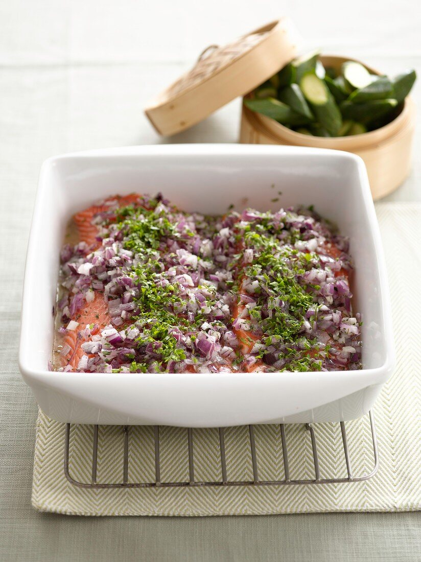 Baked salmon with red onions and parsley