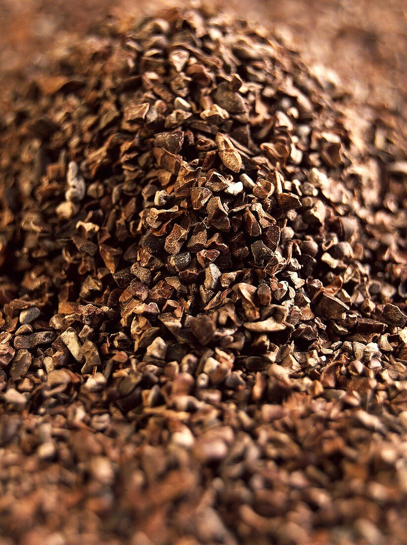 Coarsely ground cocoa beans