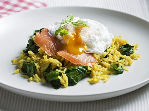 Poached egg with smoked salmon on rice with spinach