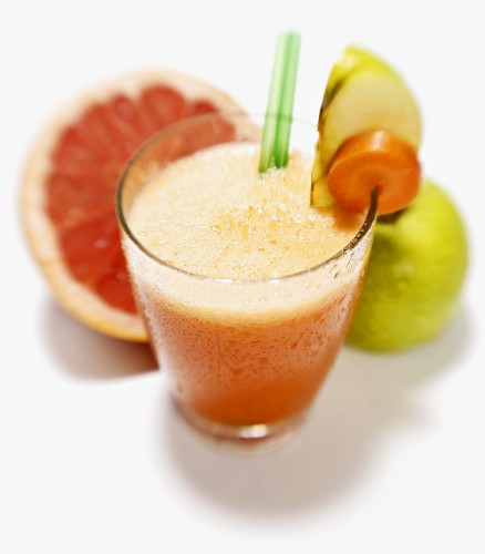 Carrot, apple and grapefruit drink
