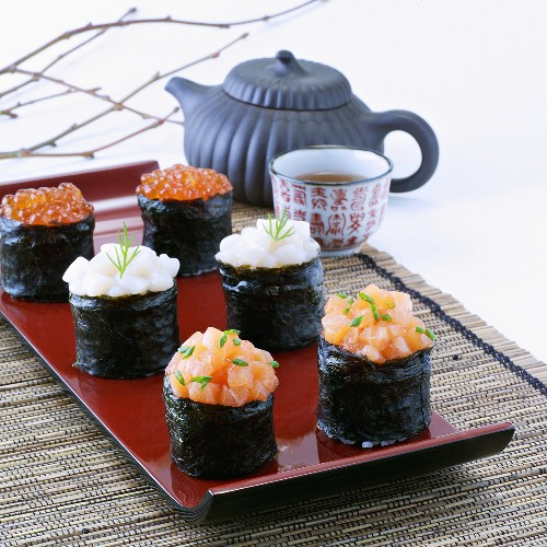 Gunkan maki with tea