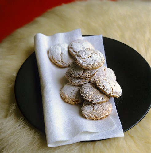 Nut macaroons