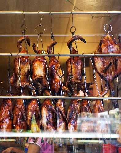 Peking ducks hanging up in a restaurant (China)