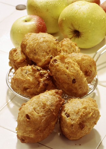 Fritters with raisins and apples