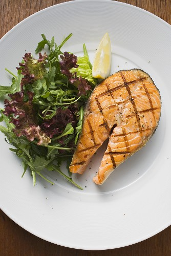 Grilled salmon cutlet with salad