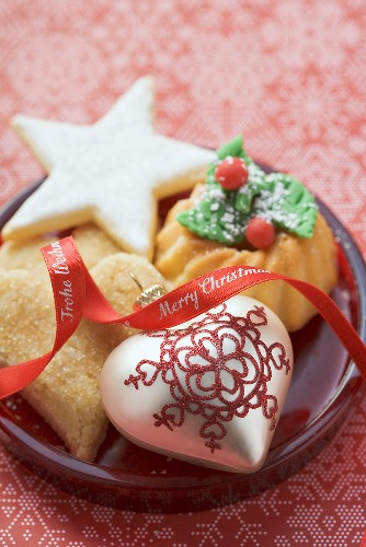 Christmas biscuits and Christmas tree ornaments on plate