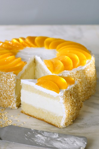 Quark cake with tinned peaches, a piece cut