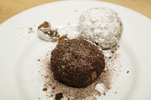 Hazelnut biscuits coated with cocoa and coconut