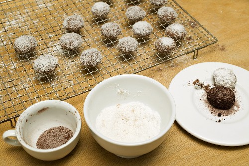 Hazelnut biscuits with cocoa and grated coconut