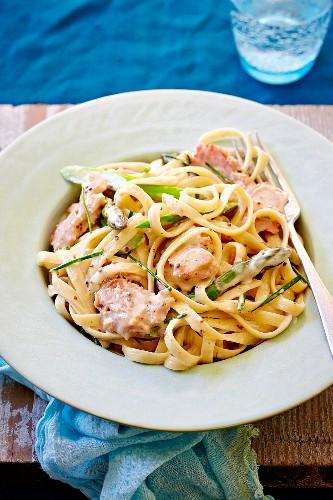 Fettuccine with ham and asparagus