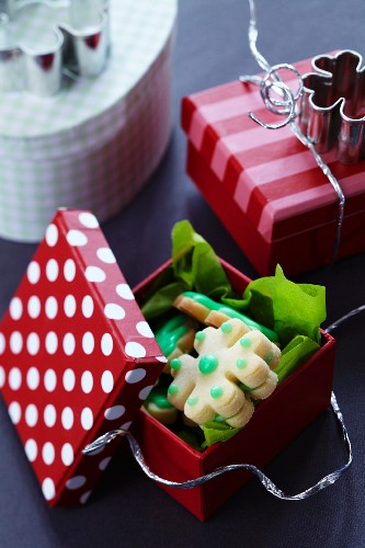 Clover leaf-shaped biscuits as a gift