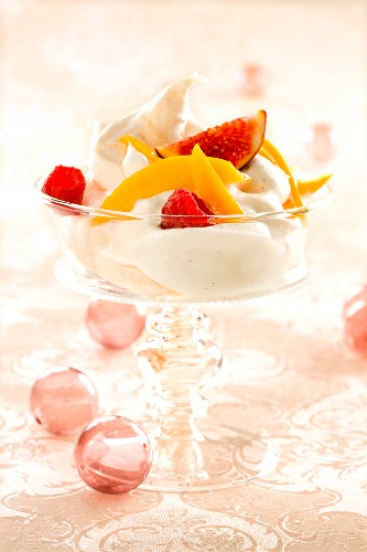 Vanilla mousse with fruits (Christmassy)