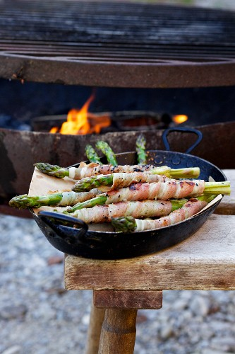 Barbecued asparagus wrapped in bacon