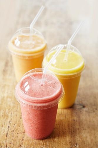 Smoothie - Three fruit smoothies - step shot
