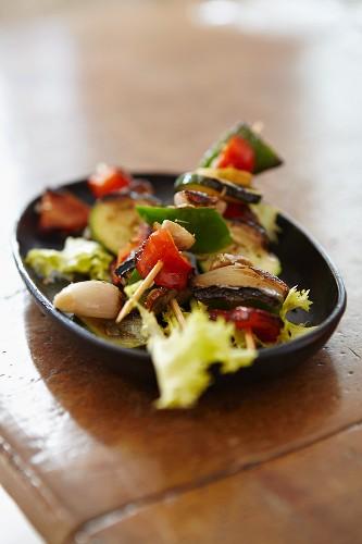 Vegetable kebab with garlic
