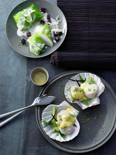 Fish packets and Jacob's mussels with Hollandaise sauce