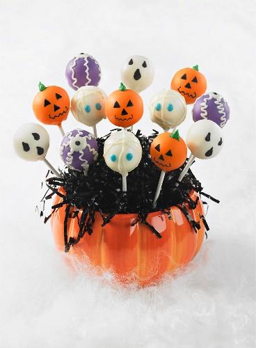 Verschiedene Cake Pops für Halloween