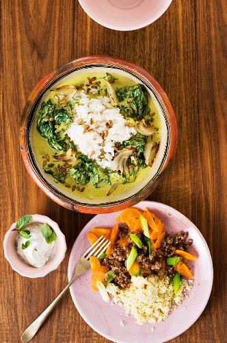 Spinach curry with rice; a couscous and minced meat dish with dip