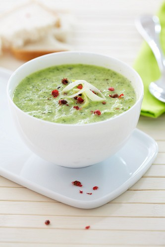 Cream of courgette soup with pink peppercorns