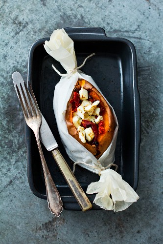 Sweet potato with sheep's cheese baked in baking parchment