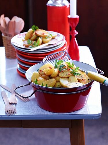 Kartoffelsalat mit Chili & Honig für die After-Work-Party