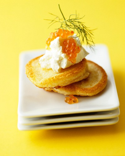 Blinis with sour cream, caviar and dill