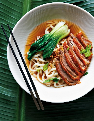 Duck breast with egg noodles and pak choi (Asia)