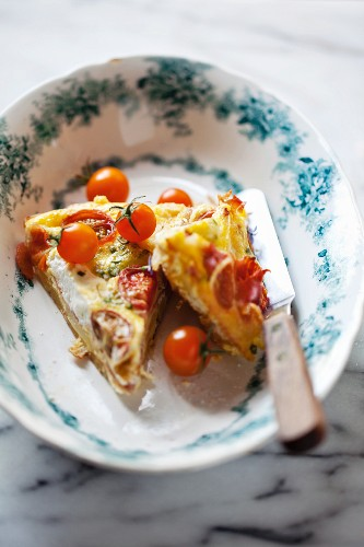 Frittata with tomatoes, ham and goat cheese