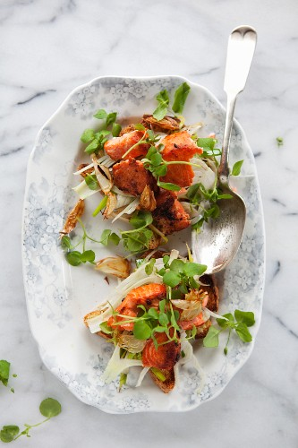 Crispy bread with roast salmon and fennel