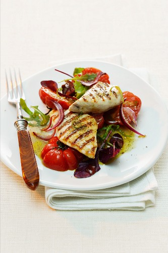 Grilled tuna on tomato salad with vanilla vinaigrette