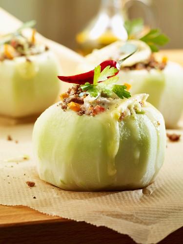 Stuffed kohlrabi with a chilli