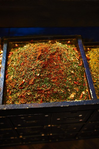 Spice mixture in a wooden box