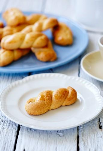 Koulourakia (plaited pastries, Greece)