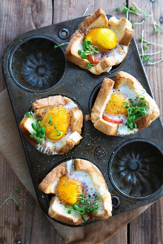 Oven-baked toast with fried eggs and cress