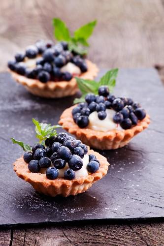 Blaubeerentörtchen mit Pudding