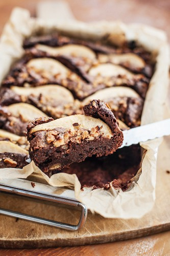 Brownies with marzipan, pears and walnuts