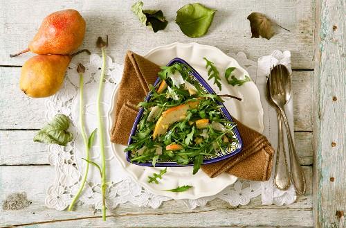 Grüner Salat mit Birne