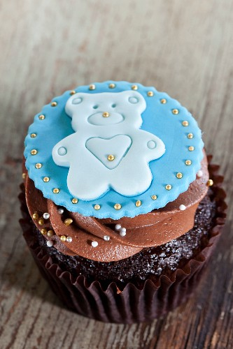 A cupcake to celebrate the birth of a baby boy
