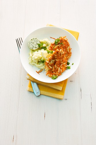 Turkey escalope with a carrot coating and mashed potatoes
