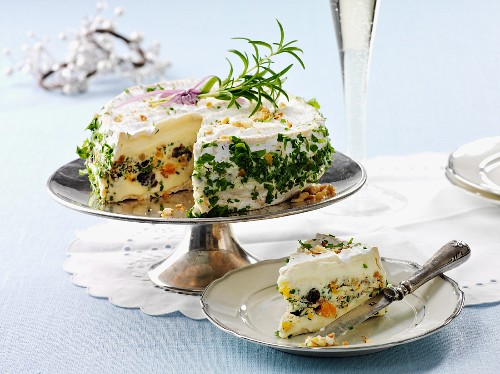 Spicy cream cheese cake with olives and herbs