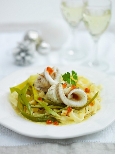 Sole fillets on tagliatelle with leek and salmon caviar for Christmas