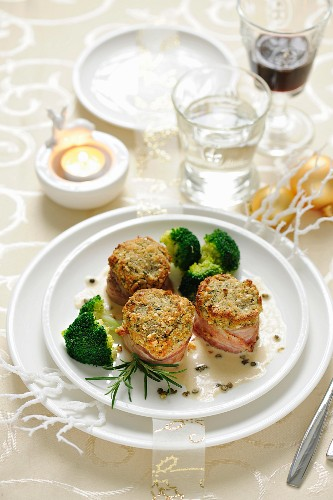 Pork fillet wrapped in bacon with broccoli (Christmas)
