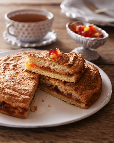 Fruit cake with almond meringue